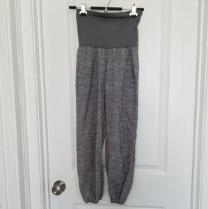 Lululemon size 2 ohm pants gray